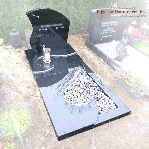 Sierlijke grafsteen met RVS