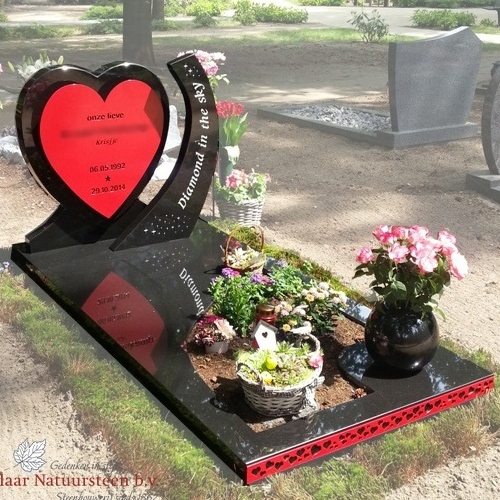 Grafmonument hart met rood rvs
