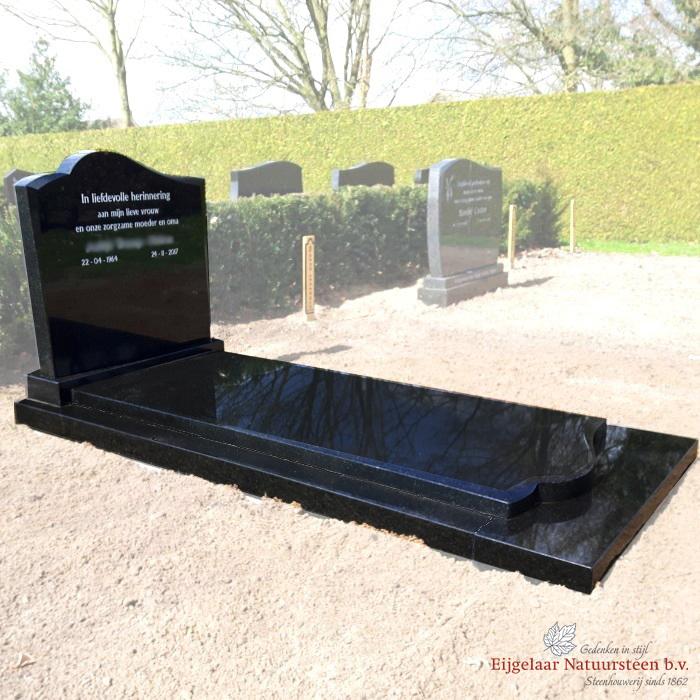Eenvoudig sierlijk grafmonument