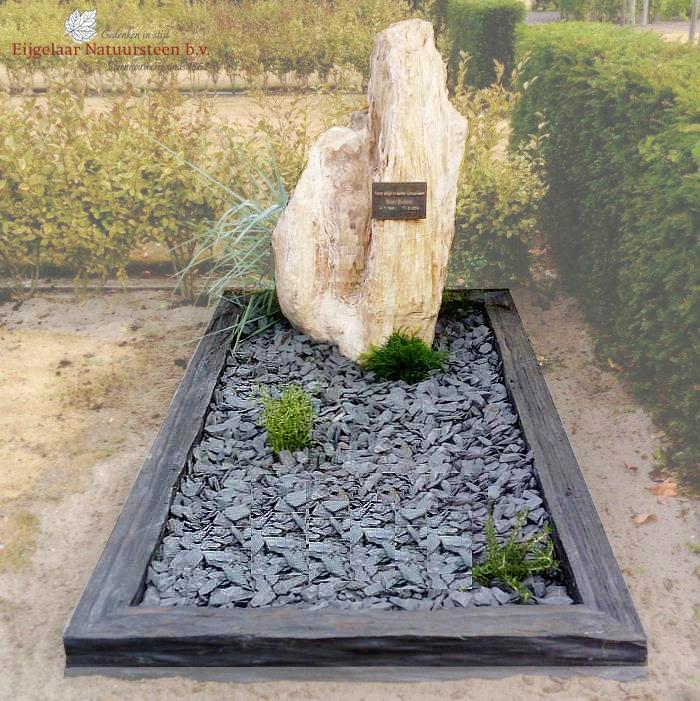 grafsteen versteend hout met leisteen
