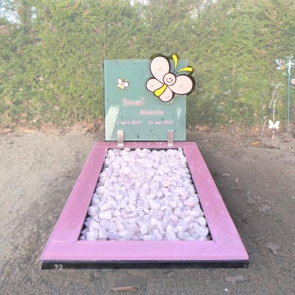 Kindergrafsteen roze met vlinders